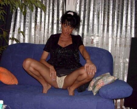 Coquine sexy soumise pour coquin qui aime soumettre de temps à autre libre