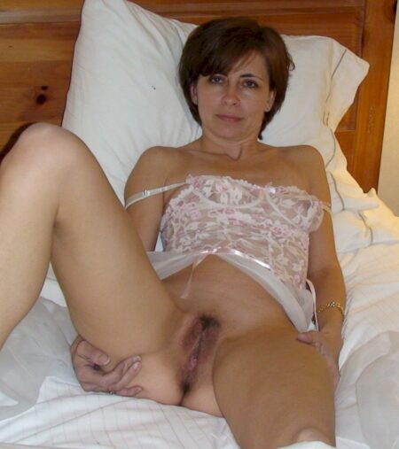 Femme cougar soumise pour libertin qui aime soumettre de temps à autre disponible
