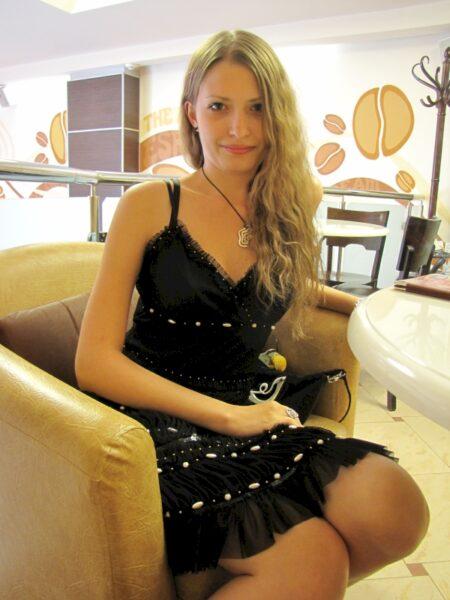 Jolie libertine coquine intéressée par un plan q